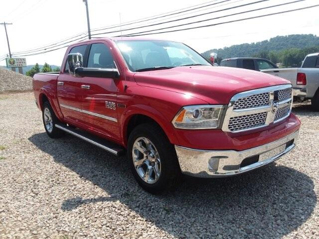 New 2018 RAM 1500 Laramie 4x4 Crew Cab 5'7 Box