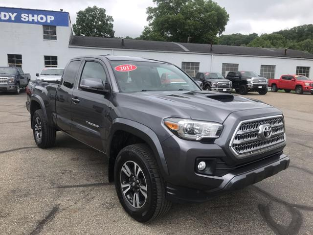 Pre Owned 2017 Toyota Tacoma Sr5 Access Cab 6 Bed V6 4x4 At